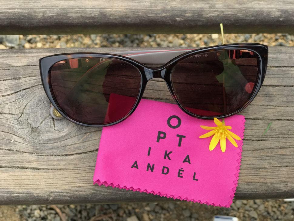 Sluneční brýle tmavé optika Anděl
