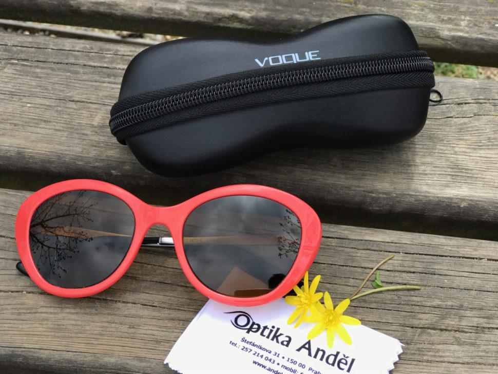 Dámské červené sluneční brýle spouzdrem Vogue Optika Anděl