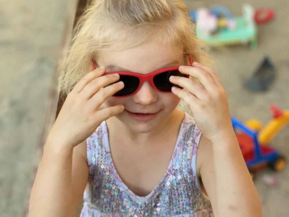 Dětské červené sluneční brýle