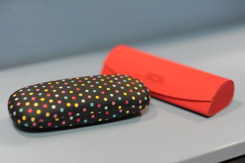 Pouzdro nabrýle puntíky barevné