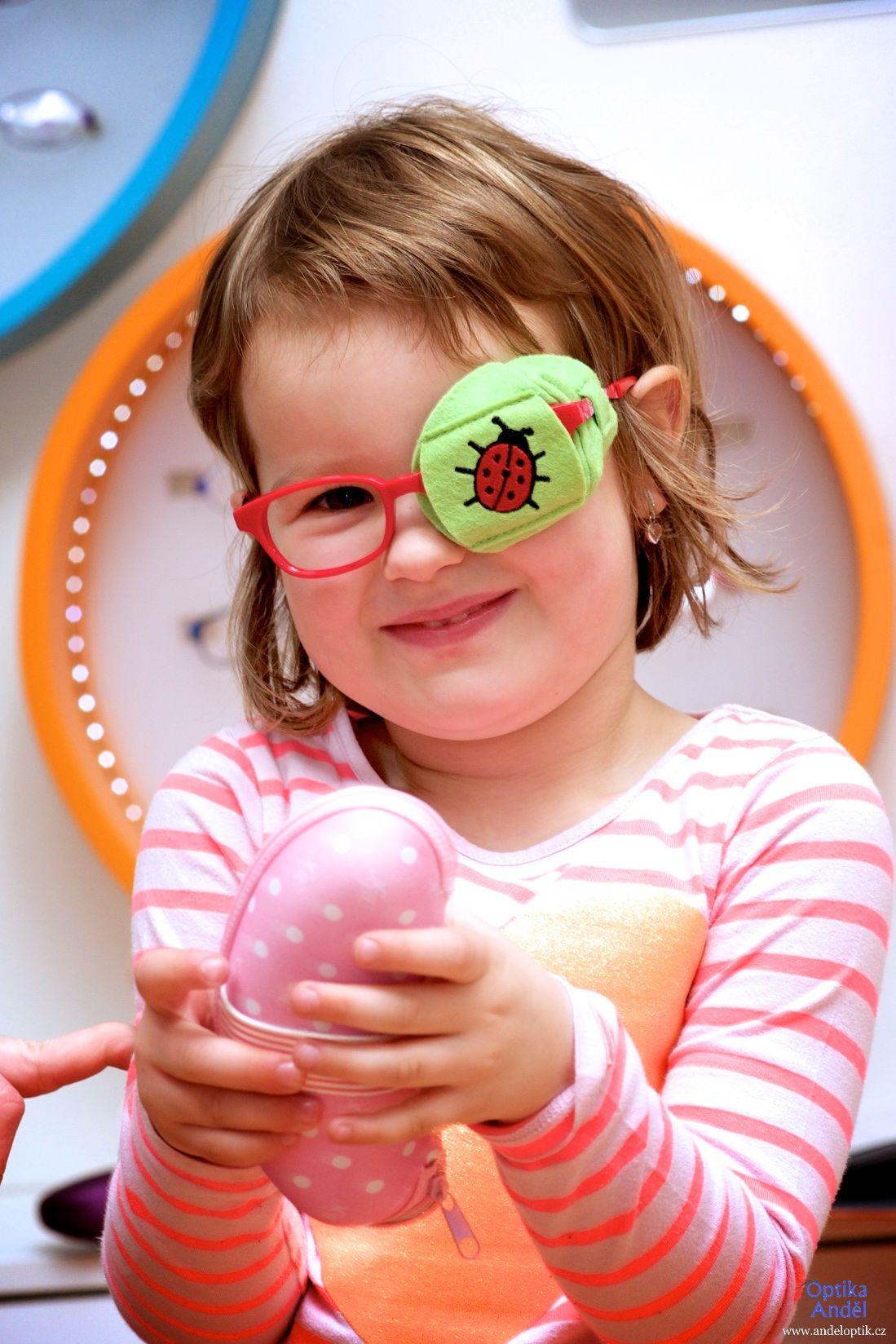 dětský okluzor látkový zelený beruška