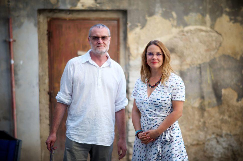 Muž a žena v dioptrických brýlích reference Optika Anděl