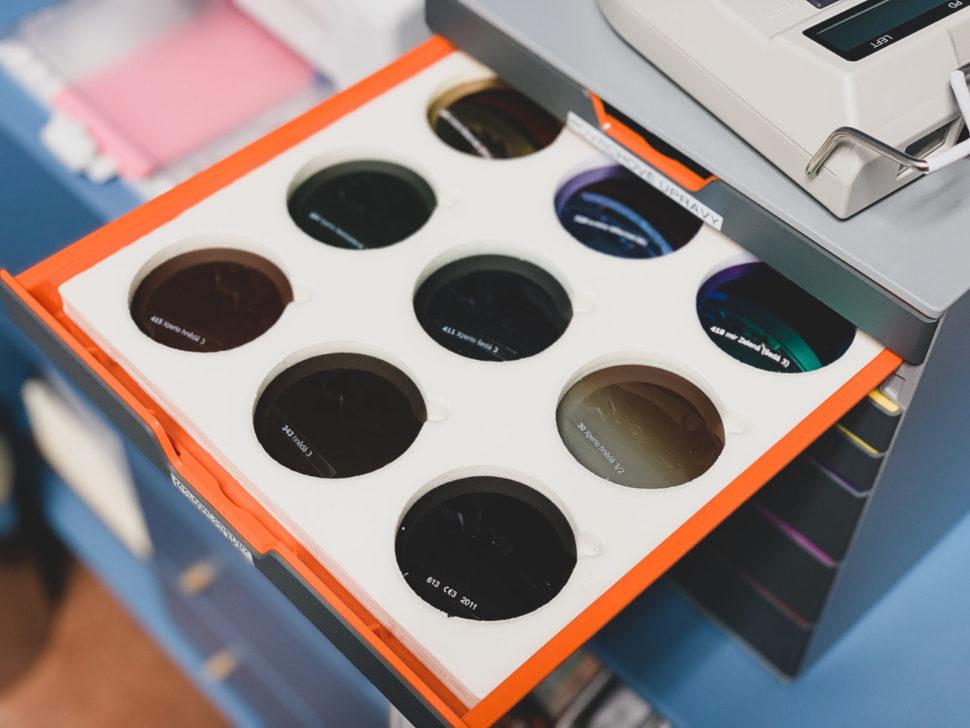 Dioptrická skla barevná vyšetření zraku výběr brýlí