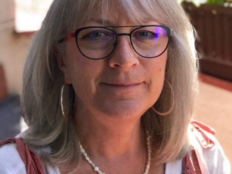 Ivana Hájková v černých dioptrických brýlích reference