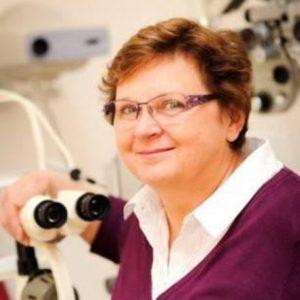 žena vbrýlích vyšetření zraku Optika Anděl MUDr. Svatava Háčiková